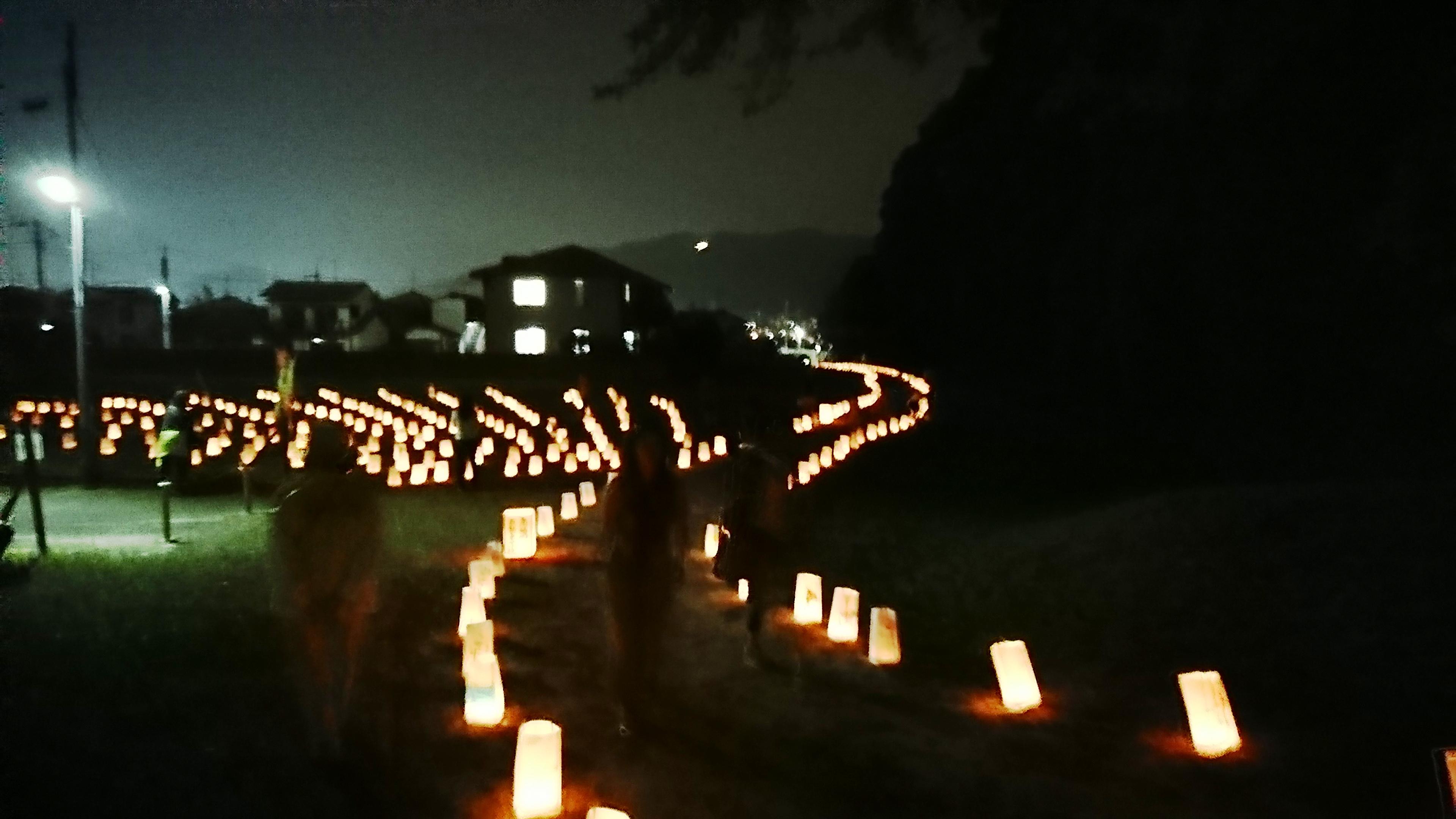 四王寺山に続くあかりの路.JPG